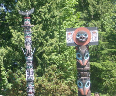 totems at stanley park 1